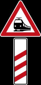 Zeichen 156-10 Bahnübergang mit dreistreifiger Bake – Aufstellung rechts